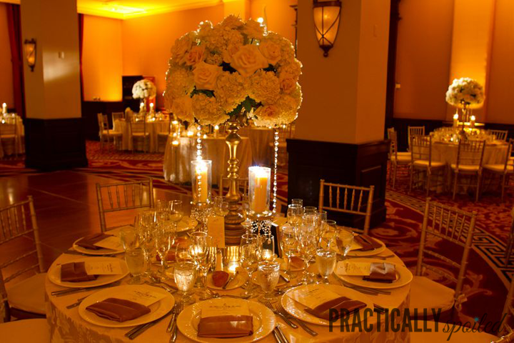 Gold & Cream Wedding Tables -- practicallyspoiled.com