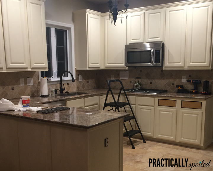 From HATE to GREAT, a tale of painting oak cabinets! - practicallyspoiled.com